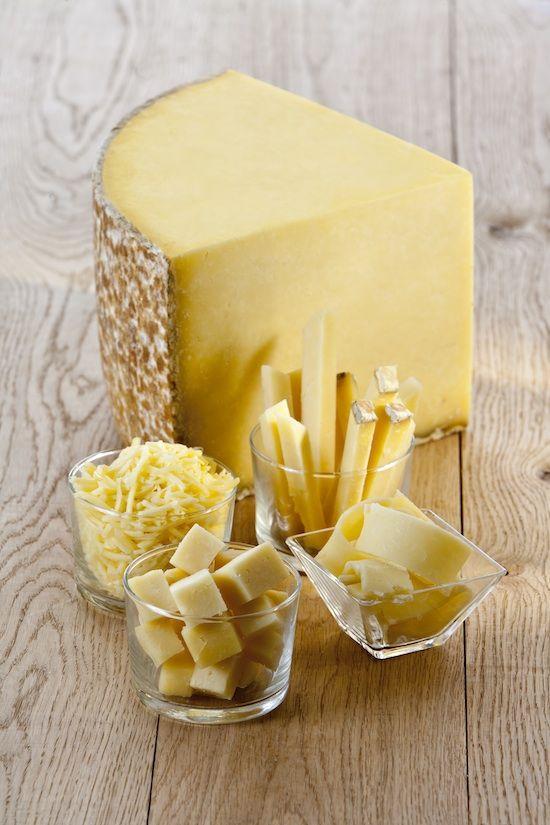 Roquefort (lait de brebis) - de Sud Ouest de la France. Vin conseillé d'aller avec elle: Monbazillac, Bergerac Banyuls ou sucré