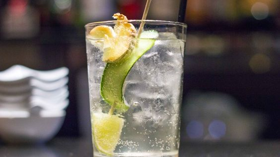 Chiudiamo questo spumeggiante 2015 con la ricetta del nostro cocktail preferito: il Moscow Mule. Auguri e cin cin! http://winedharma.com/it/dharmag/aprile-2015/cocktail-moscow-mule-la-ricetta-originale-gli-ingredienti-e-la-storia-di-un-gran