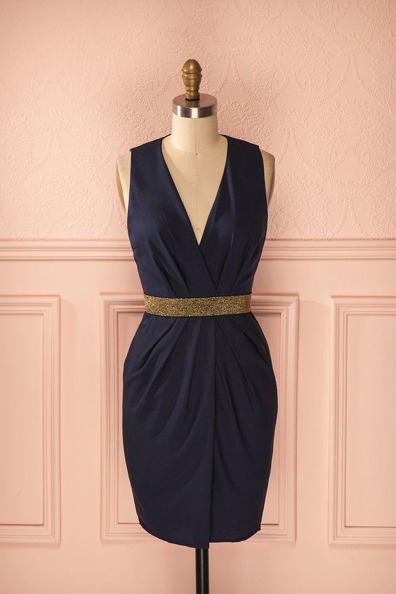 Nawal ♥ Entre la robe bleue et le fil d'or se glisse le murmure d'une antiquité noble et faste.
