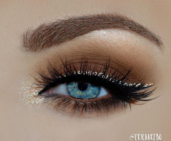 The perfect fall makeup look featuring glitter winged liner and neutral tones by @ericaarebo using House of Lashes #IconicLashes ✨ #houseoflashes: