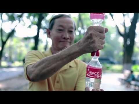 Riciclaggio bottiglie: i nuovi gadget della Coca Cola