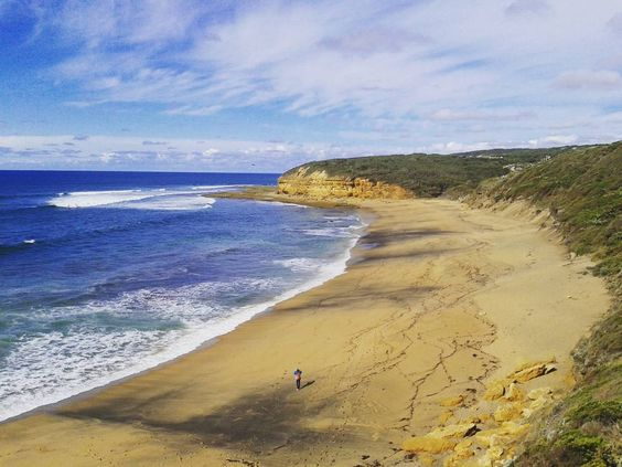 Primeira parada de uma das estradas mais lindas do mundo a Great Ocean Road #trip #bellsbeach #nature #greatoceanroad #australia #travel by gislenevp http://ift.tt/1KnoFsa