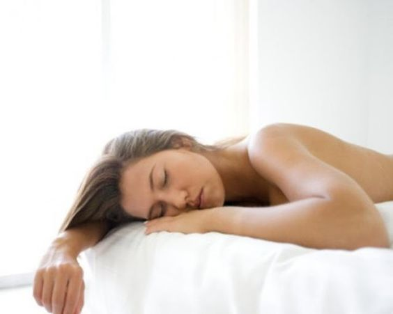 10 Increíbles beneficios de dormir desnudo   Show