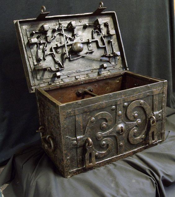 17th Century Iron Chest :: :: Vallejo Gallery