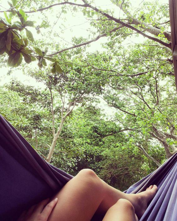 Angepisst in der Hängematte liegen. #aibl #hammocklife #islandproblems by @laylalionheart