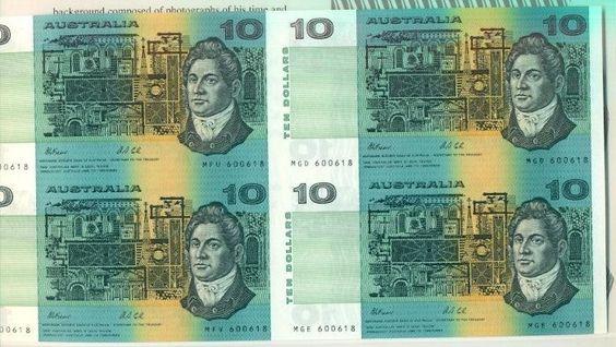 AUSTRALIA $10 TWO CONSEC FOLDER BL 4 EIGHT IDENTICAL S#