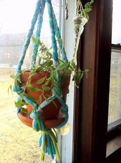 KareWares: DIY t-shirt plant hanger