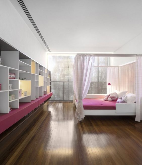 Schlafzimmer Himmelbett-offenes Regalsystem-Pink Weiß-Regale - schlafzimmer mit himmelbett