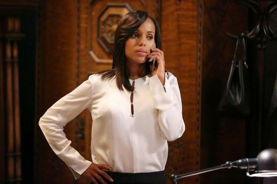 Scandal 6 avrà meno episodi e potrebbe partire direttamente nel 2017 a causa della seconda gravidanza di Kerry Washington. Un nuovo personaggio in Arrow