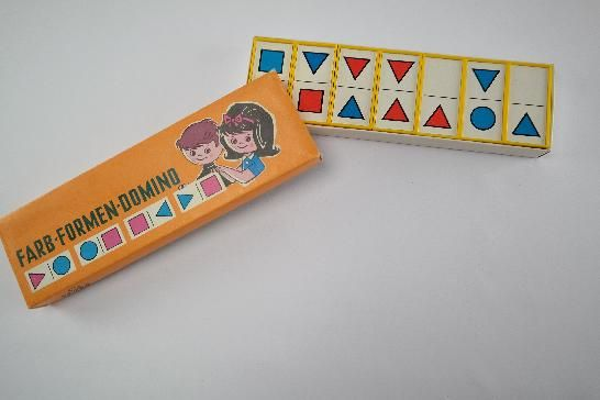 """DDR Museum - Museum: Objektdatenbank - """"Farb-Formen-Domino"""" Copyright: DDR Museum, Berlin. Eine kommerzielle Nutzung des Bildes ist nicht erlaubt, but feel free to repin it!"""