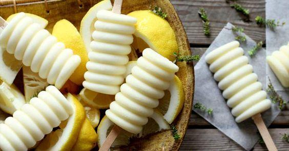 Aprende a preparar Polos de leche condensada y limón con las recetas de Nestle Cocina. Elabórala en casa con nuestro sencillo paso a paso. ¡Delicioso! #NestleCocina
