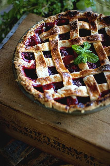 strawberry pie by Agnieszka krach