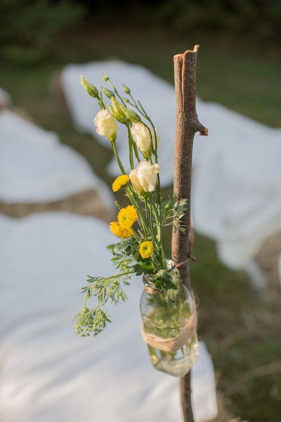 Flores en botellas sobre base
