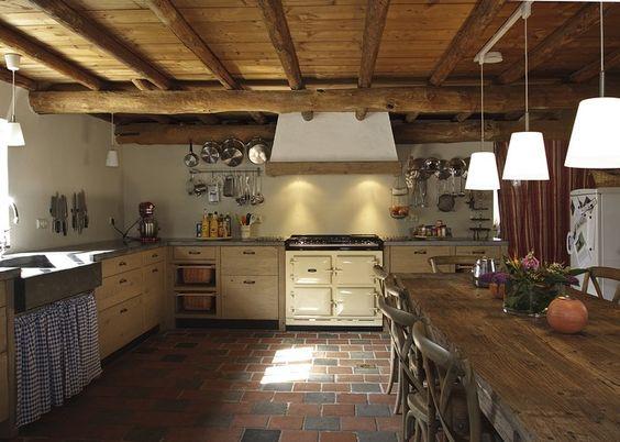 Wow! wel vloer beetje donker, vind die van de creme keuken mooier ...