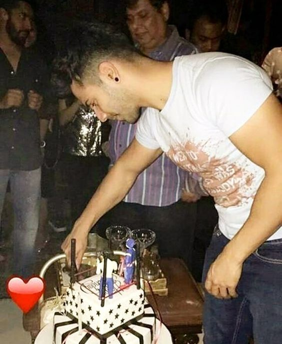Our favourite student turns a year older today. Varun Dhawan brought in his 29th birthday with family and close friends. And heres a treat for all you fans out there.  Weve got our hands on a super cute picture from the private do. A coy Varun cuts the cake as father david Dhawan looks on and is all smiles for his big boy. Adorable! by #Filmfare. Shared by #BollywoodScope
