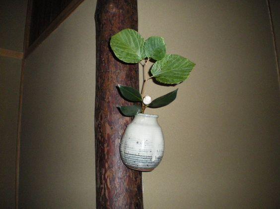 Flower: camellia(tsubaki),spike winter hazel(tosa-mizuki) FlowerContainer: ceramic(shodai vase) 2011.11.26