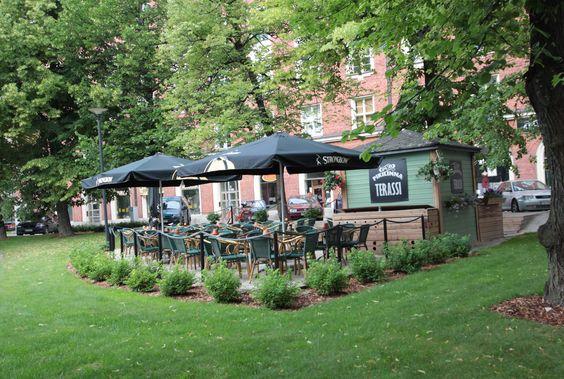 Pikilinna pub terrace