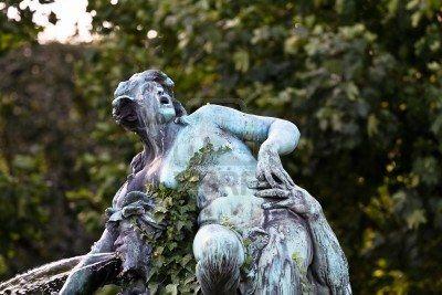 scared statue