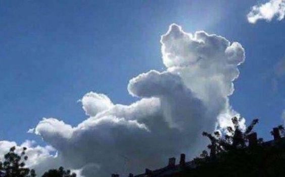Pu der Bär-Wolke erscheint während Kinderevent am Himmel