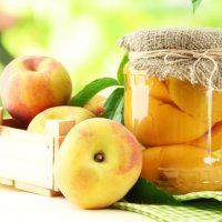 Une confiture simple et originale de prunes aux noix fraîches. - Cuisine et Vins de France