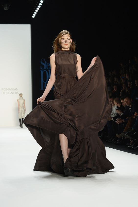 wow dieses Kleid! Romanian Designers auf der Mercedes Benz Fashionweek Berlin! #mbfw