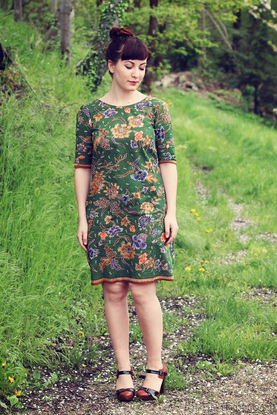 Laurel dress by Colette patterns. I have made this pattern twice now. Recommended.