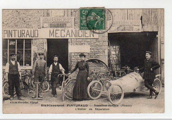 SOMMIERES DU CLAIN : l'atelier de réparation de cycles et automobiles de course PINTURAUD vers 1900