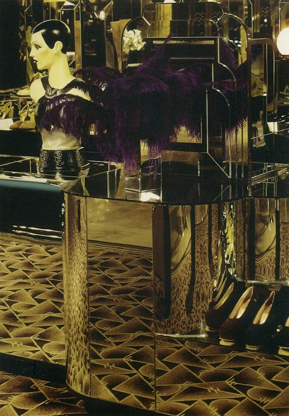 The general design of the store was inspired by old Hollywood glamour and Art Deco style. The store was kept very dark and there were mirrors and peacock feathers everywhere.