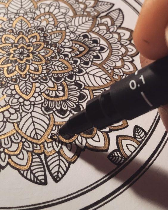 Late night detailing. Using 0.1mm UniPin Art FineLiner // #mandala