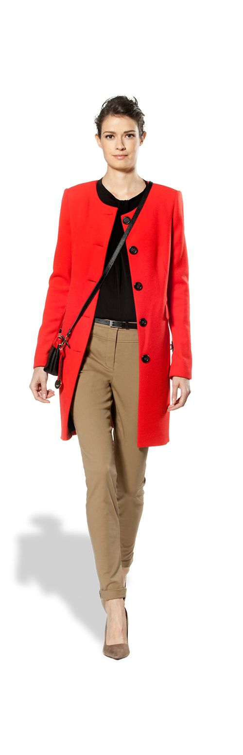 Red coat, skinny pants and black top: a smart casual business look.