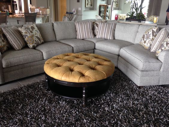 Round tufted ottoman Drexel Heritage, designed by Andrea Z
