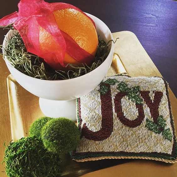 Last minute decorating.:heart::christmas_tree::heart::christmas_tree:#festive #joy #christmasdecor #milkglasslove