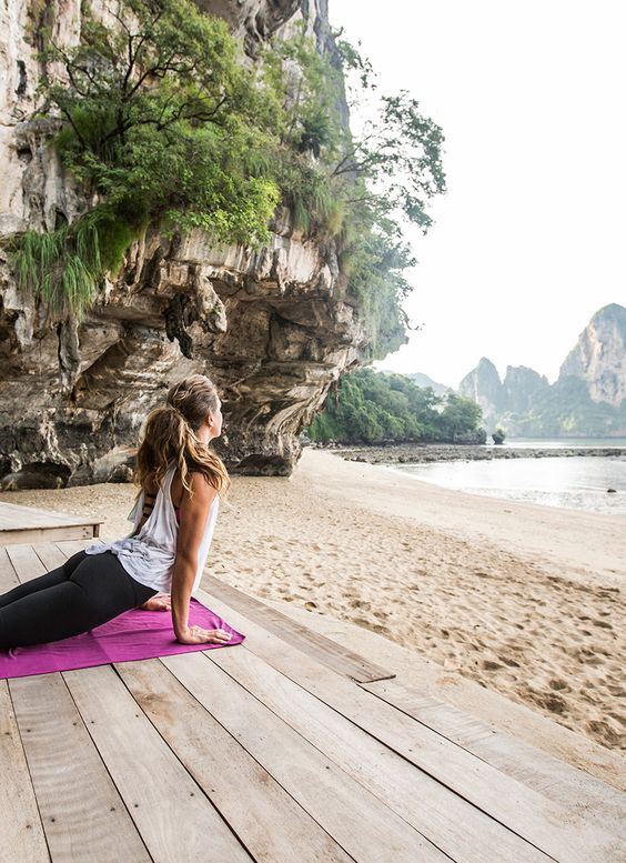 How to Pack For a Beachy Yoga or Fitness Retreat - Packing for an upcoming wellness retreat? If there's sand, sun and lots of yoga are on the schedule, you can skip the giant suitcase and opt for beach-chic simplicity instead.