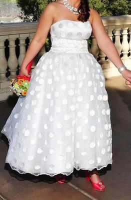 Big dots in this vintage style Michelle Roth Maya - Used Wedding Dress   SmartBrideBoutique.com