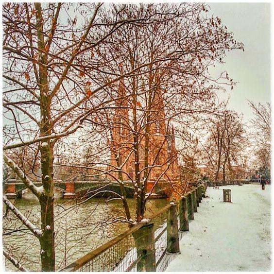 Rituel de magie blanche :-) #strasbourg #church #église #égliseSaintPaul #snow #white #neige #winter er #igersstrasbourg #ilovestrasbourg #ilovemytown #igersfrance #igersalsace #hoplagram #instagram #instalsace #picoftheday #france