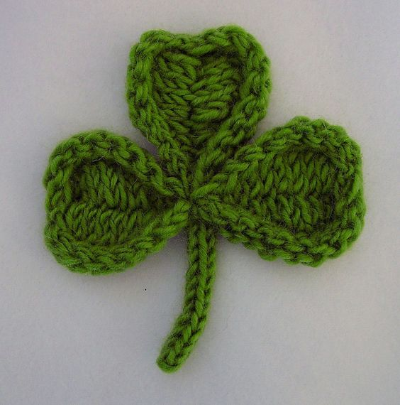 Free Crochet Pattern For 3 Leaf Clover : Happy, Yarns and Ravelry on Pinterest