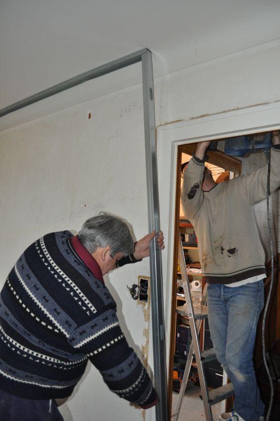 Avec un ami nous posons les rails pour la cloison en placo alain 2012 br - Ouverture cloison placo ...