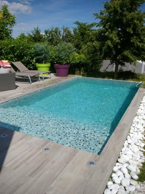 Photos d coration de piscine rectangulaire 6 x 3 m plage for Piscine carrelage gris