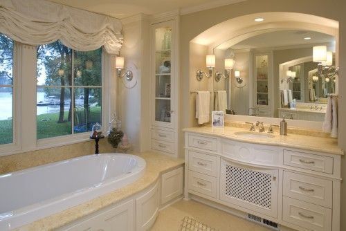 Love the mirror surround and the lighting