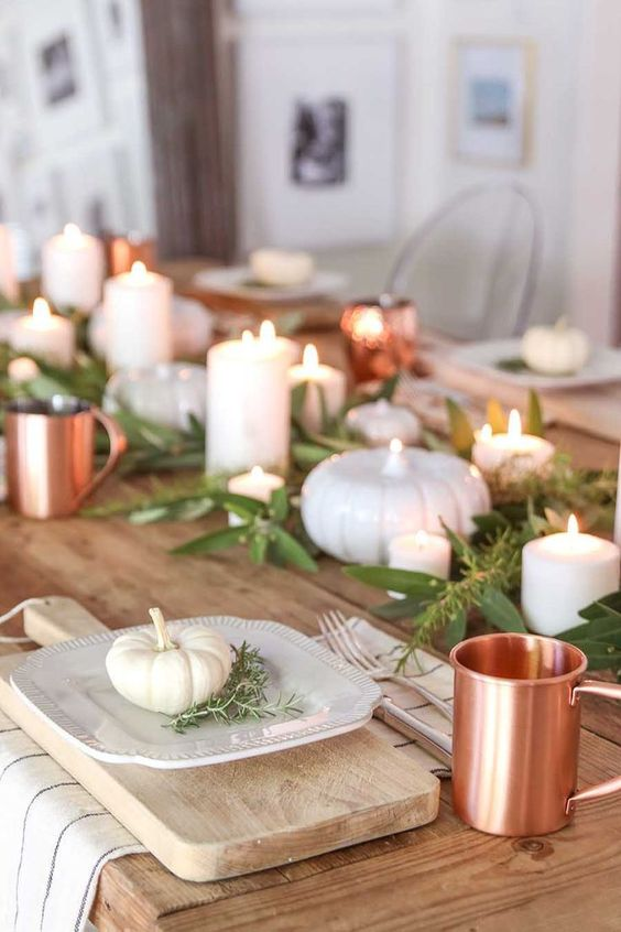 casual and easy fall farmhouse table. create this look with a mix of breadboards, neutral plates, pumpkins and copper accents. #falltable #falldecor #fallfarmhouse