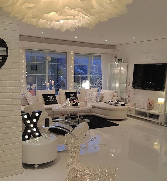Expensivetastexox breakfastatt chanel my dream home for Living room goals