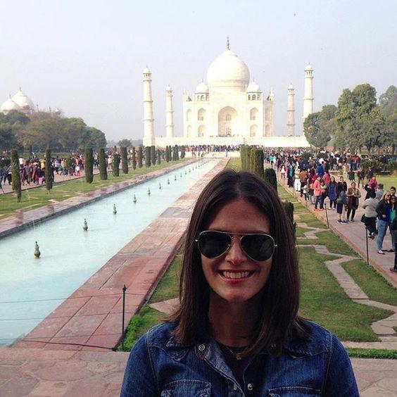 by @caromorga #mytajmemory #IncredibleIndia #tajmahal Taj Mahal- Agra India 2014. (El día que me perdí en la India entre una masa de gente) ...perderse esta bueno te da perspectiva y de cierta manera hace que encuentres algo en el camino a uno mismo o a otros o a tu propia fe pero sin duda trae aprendizajes. #tbt