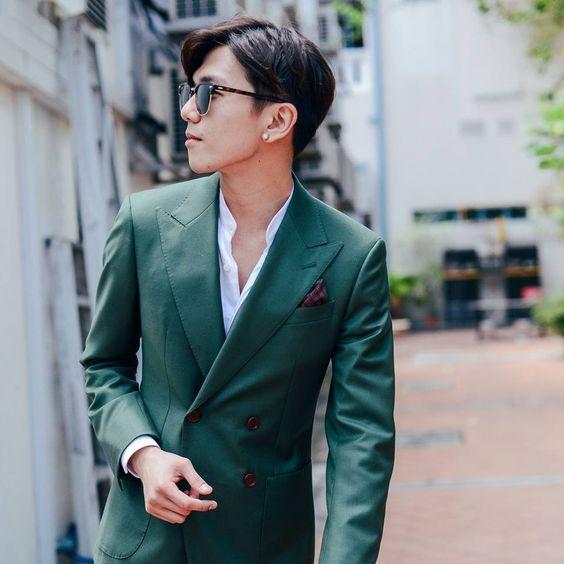Thats Ben in his Green Suit.