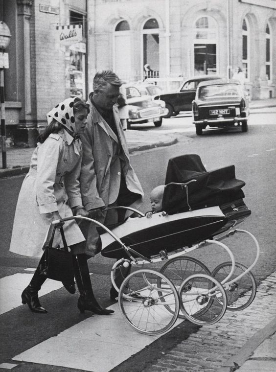 Dyan Cannon, Cary Grant & their daughter, Jennifer in a great vintage pram