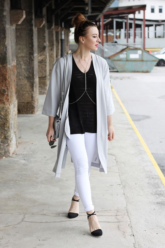 We're loving the Monday monochrome coming our way from fashion blogger, whoismocca, wearing our white Amelie skinny jeans and silver tone chain harness #riverisland #bloggerstyle