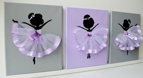 Ensemble de trois toiles à la main avec des ballerines de danse en tutus de lavande. Chaque toile est de 8 « X 10 ». Le fond et les ballerines sont peints avec de la peinture acrylique. Danseurs sont décorées avec des robes de tulle, rubans de soie, perles et strass. Idée cadeau pour shower de bébé ou nimporte quel amateur de ballerine.
