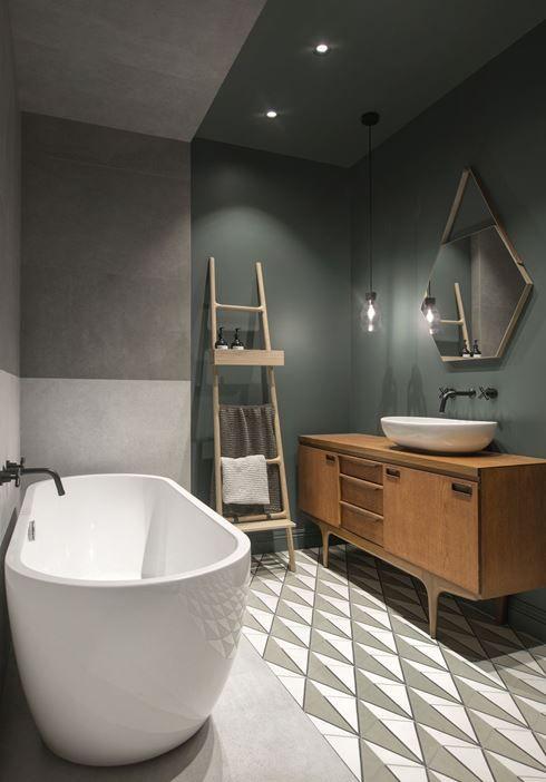 Salle De Bain Moderne Avec Carrelage Graphique Meuble En Bois