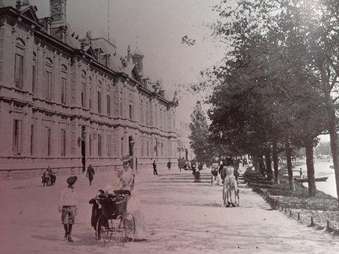 Rotterdam - Noordsingel met het gerechtsgebouw.     . 1896