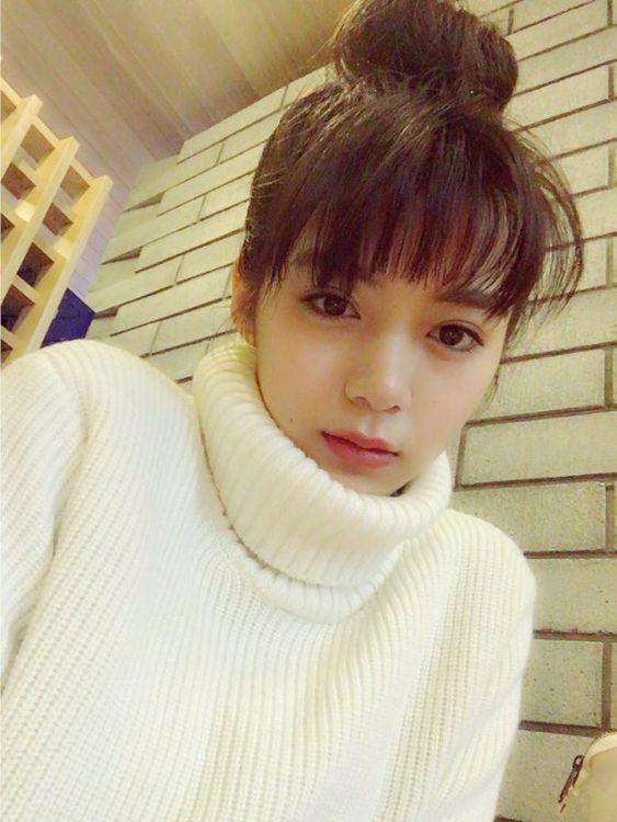 白いお洋服の池田エライザ