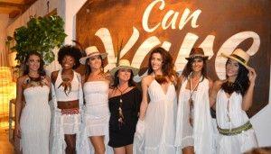 ¡Por fin es viernes! En Ibiza Trendy ya empezamos a celebrar el fin de semana anoche, disfrutando del desfile que Free Love Ibiza organizó en el restaurante Can Xarc, en Santa Eulària. Free Love es una marca que se ha hecho famosa por sus faldas asimétricas y que en poco tiempo se ha